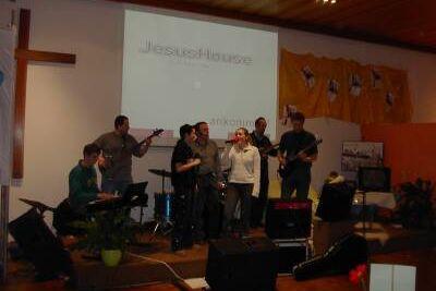 2004-JesusHouse_1